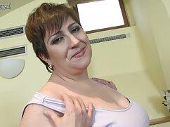 Mamá pornomexicano amateur se traga duro lápiz labial rojo