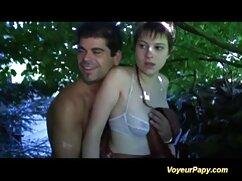 Una mujer, un chico rubio frente a su colegialas amateur mexicanas joven marido.