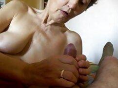 Menpov juega con su amigo mojado en el Jardín en el porno amateur mexicanas baño.